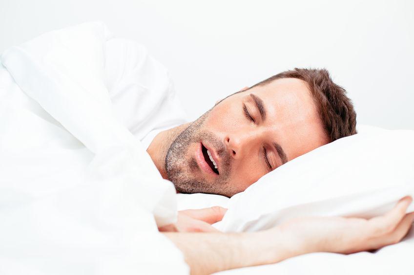Dormire con la bocca aperta